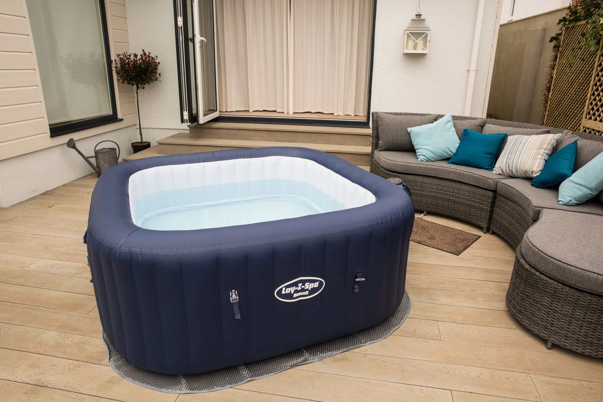 spas gonflables bestway le confort d un jaccuzzi port e de clic mypiscine blog. Black Bedroom Furniture Sets. Home Design Ideas